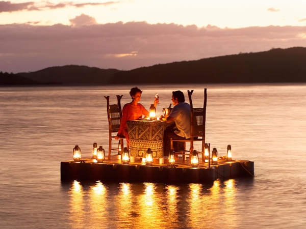 candlelight-dinner-on-the-water